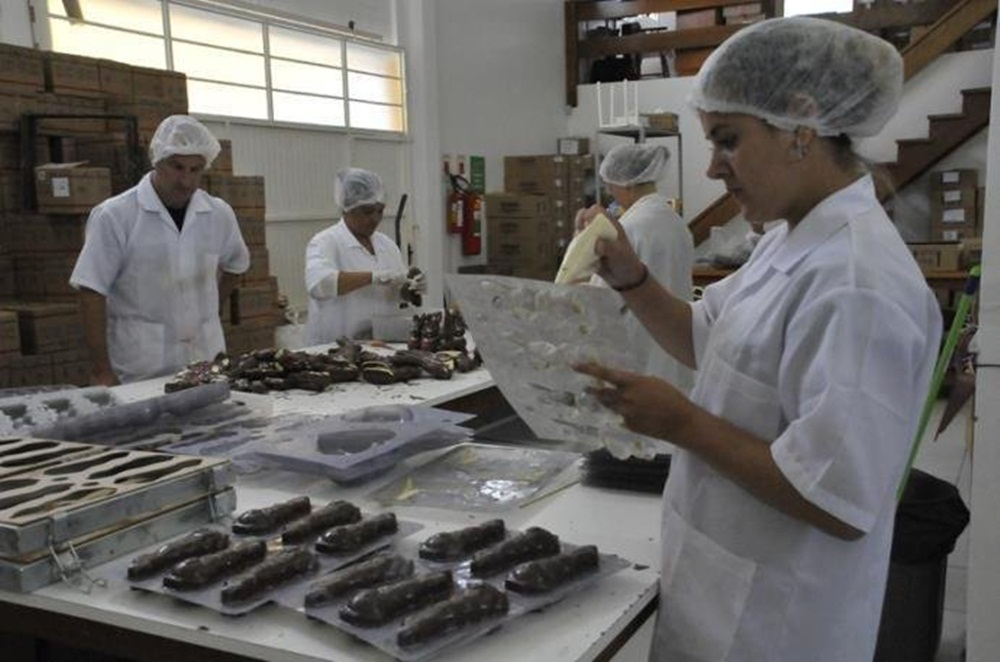 Ir para  <p>A Prefeitura e a Associação das Indústrias de Chocolate de Gramado (Achoco) realizaram ontem o pré-lançamento do Selo de Procedência do Chocolate Artesanal de Gramado. O...