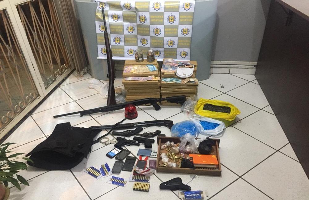 Brigada Militar detém grupo com armas, drogas e carros clonados.