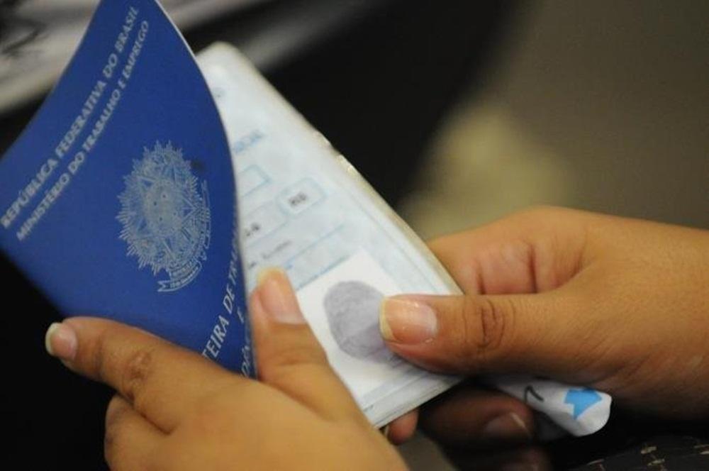 Ir para  <p>A taxa de desocupação no Brasil ficou em 12,1% no trimestre encerrado em agosto, atingindo 12,7 milhões de brasileiros. Os dados da Pesquisa Nacional por Amostra de Domicílios...