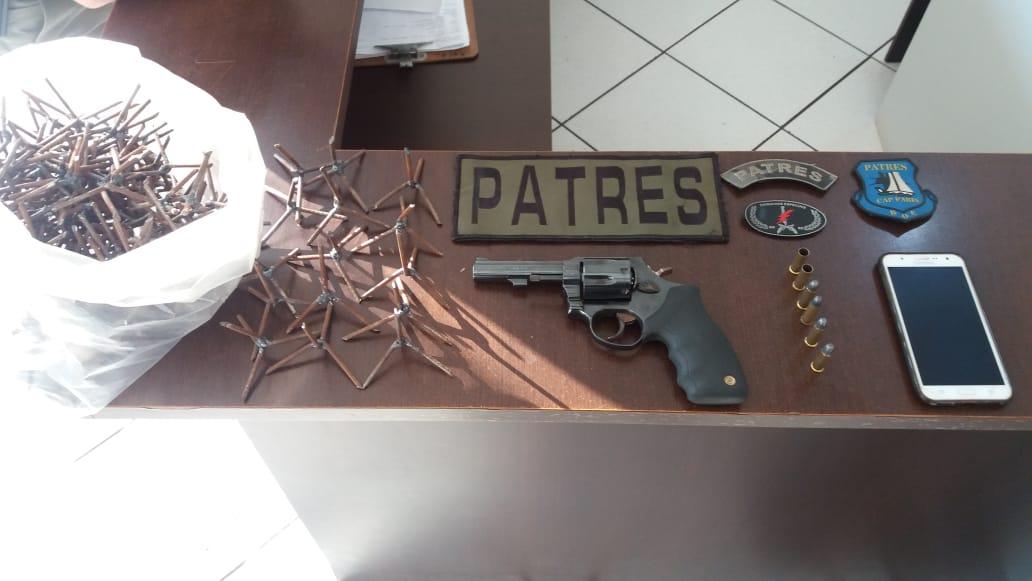 Ir para  <p><big>Uma denuncia levou policiais do Grupamento de Operações Especiais da Brigada Militar até o esconderijo usado pela quadrilha que assaltou duas agências bancárias em Paim...