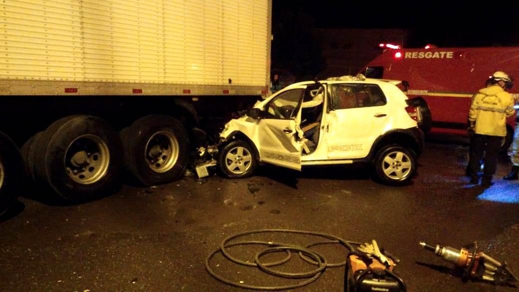 Ir para  <p><big>Um homem que ainda não foi identificado morreu em um acidente de trânsito no início da madrugada deste domingo(7), na rua Sidney Guerra, no bairro Copas Verdes, em...