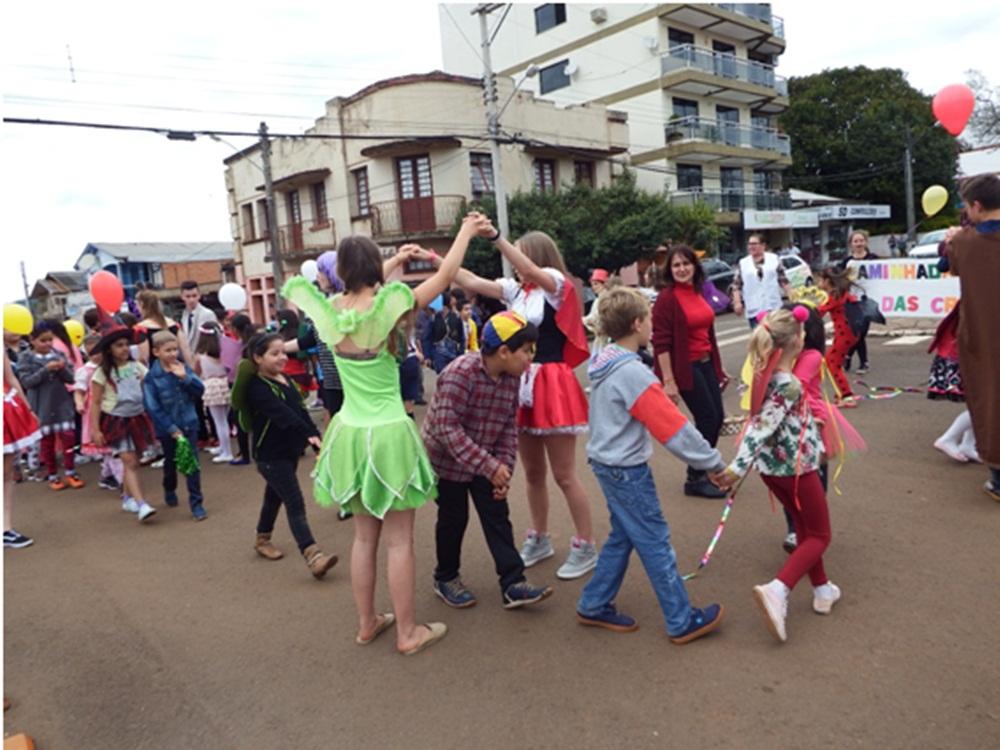 Ir para  <p><big>A Escola Estadual de Educação Básica Viadutos deu início as atividades da Semana da Criança com uma caminhada pelo centro da...