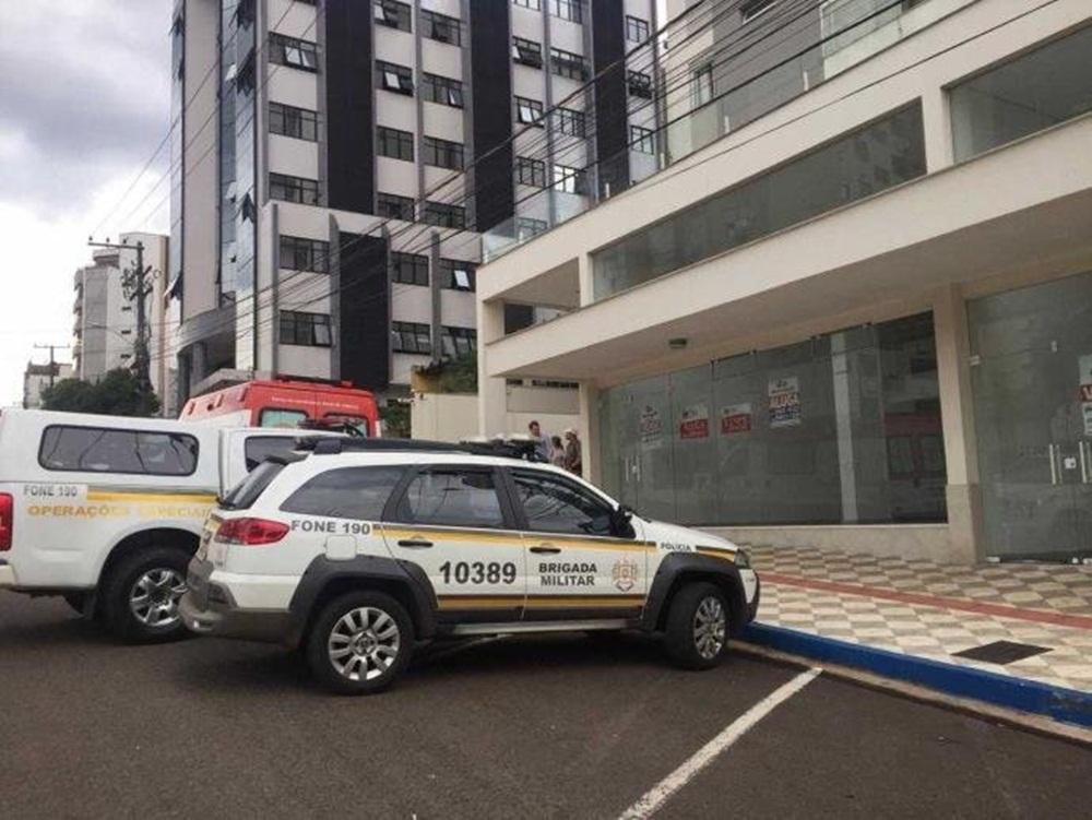 Ir para  <p><big>Um menino de 9 anos de idade morreu ao cair do sexto andar de um prédio em Erechim, no Norte do Estado. O incidente ocorreu por volta das 14h, na avenida Pedro Álvares Cabral. No momento, ele estava com a...