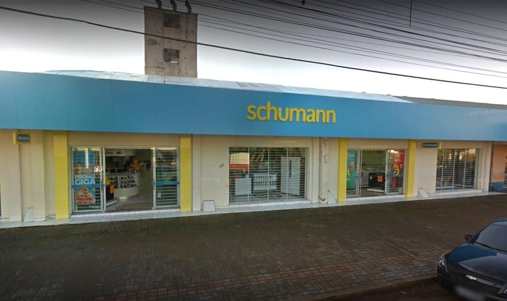 Ir para  <p><big>A loja Schumann, do bairro Três Vendas, em Erechim, sofreu prejuízo que ultrapassa R$ 40 mil, após ser alvo de ladrões, neste final de semana. Os criminosos arrombaram o local e...