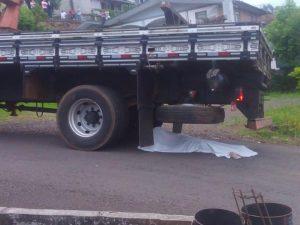 Ir para  <p><big>Um atropelamento abalou os moradores da cidade de Aratiba no final da tarde desta terça-feira (23). Uma idosa de 77 anos,perdeu a vida após ser atropelada por um caminhão,...