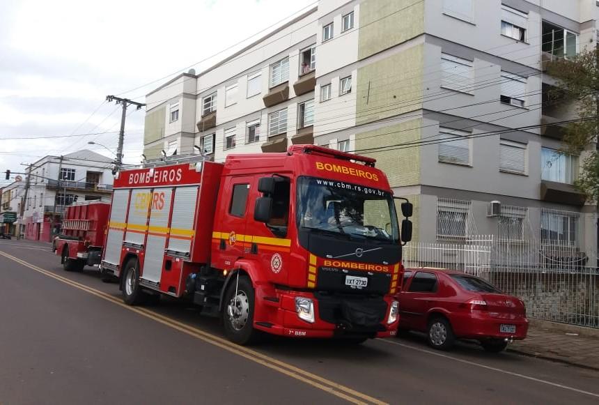 Ir para  <p><big>Um princípio de incêndio em um apartamento no centro de Erechim mobilizou os órgãos de segurança na tarde desta sexta-feira, dia 2. Conforme o Corpo de Bombeiros o fogo,...