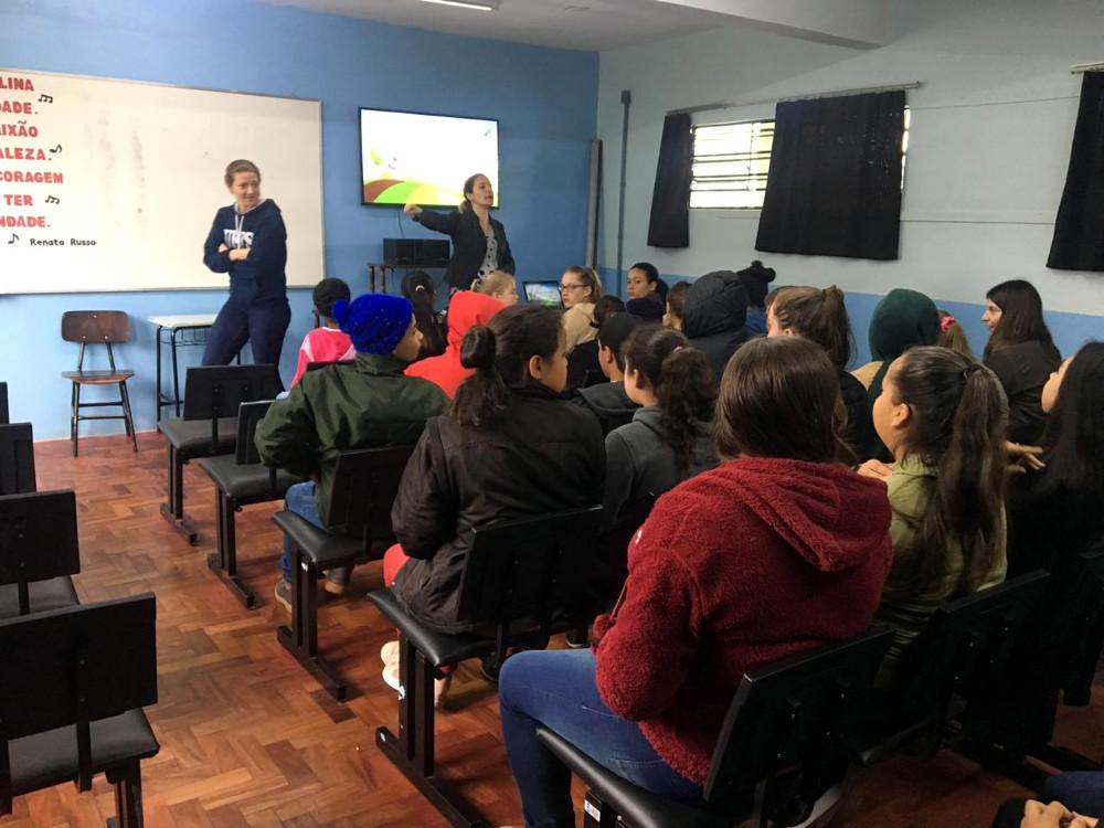 Ir para  <p><big>Cerca de 50 alunos da Escola Municipal Othelo Rosa, de Erechim, participaram de uma atividade sobre reutiliza&ccedil;&atilde;o da &aacute;gua no dia 1&ordm; de novembro. A a&ccedil;&atilde;o foi...