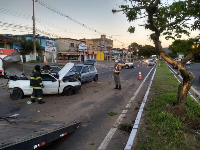 Ir para  <p>Um acidente entre dois veículos deixou seis pessoas feridas na manhã desta sexta-feira na parada 39 de Viamão, na Região Metropolitana. Segundo o Comando Rodoviário da Brigada...