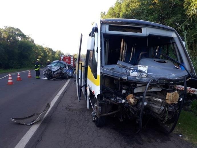 Ir para  <p>Uma pessoa morreu e 14 ficaram feridas em um acidenteenvolvendo um micro-ônibus e um táxiem Venâncio Aires, no Vale do Rio Pardo. De acordo como Comando Rodoviário...