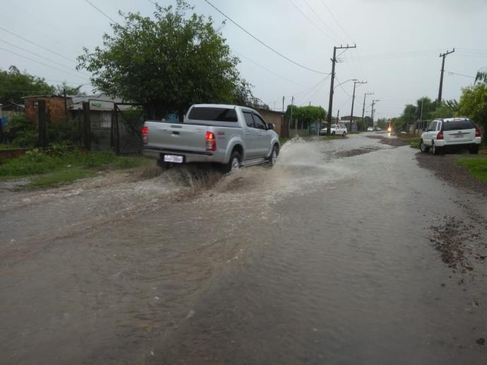 Ir para  <p>A chuva voltou a castigar municípios da Fronteira-Oeste nesse sábado. Desde a madrugada, a precipitação atingiu cidades da região, que já haviam sofrido com temporais na...