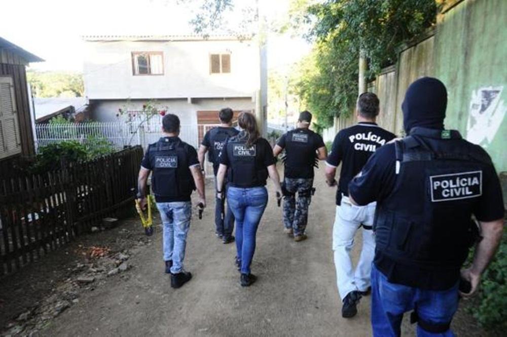 Ir para  <p><big>A Polícia Civil deflagrou, na manhã desta terça-feira (4), nova operação contra o tráfico de drogas na região metropolitana de Porto Alegre....