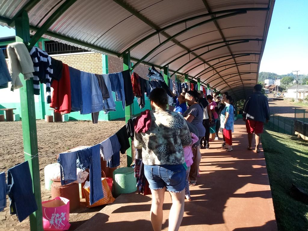 Ir para  <p><big>O objetivo do varal solidário foi de auxiliar as pessoas que necessitam de doações de roupas usadas e aproveitar o clima de Natal, onde o espírito solidário é...