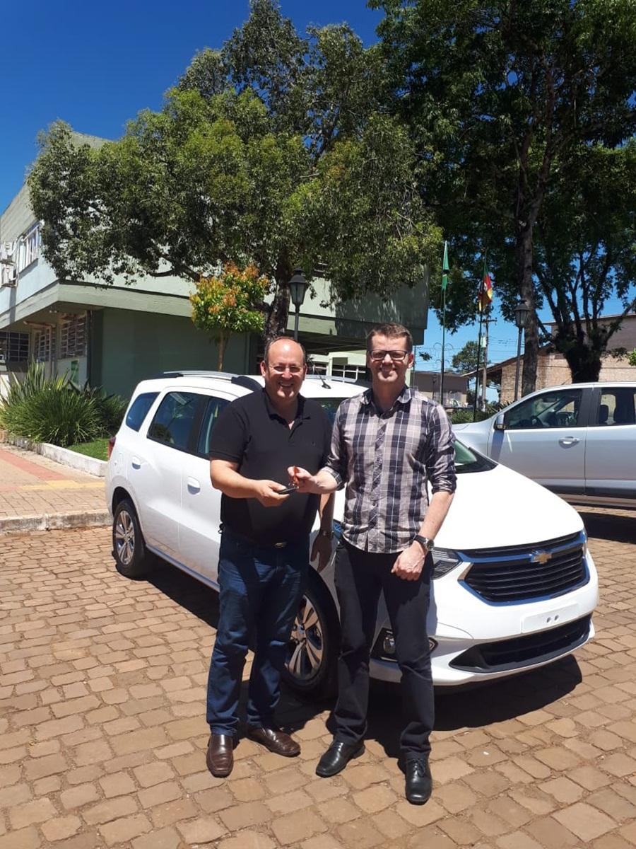Ir para  <p><big>Na semana que passou o Prefeito Municipal Leandro Mário Puton e o Vice Prefeito Elias Seibt, receberam mais um veículo para a Secretaria Municipal de...