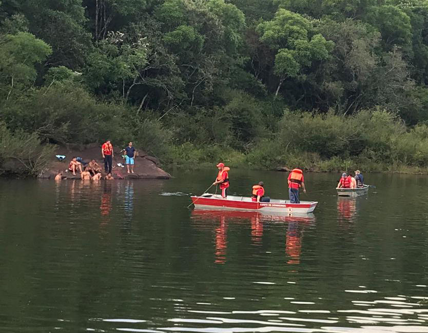 Ir para  <p>O Corpo de Bombeiros de Nonoai localizou no início da tarde desta segunda-feira (10) o corpo do adolescente Vladimir César Collet, 16 anos, que desapareceu no domingo (9), quando passava o dia em uma cascata, no Rio...