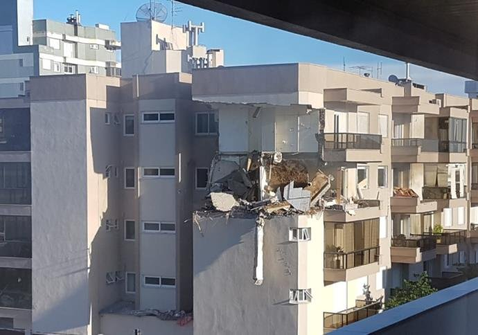 Ir para  <p>Uma explos&atilde;o em um apartamento residencial no Centro de Farroupilha, na Serra ga&uacute;cha, mobilizou o Corpo de Bombeiros na manh&atilde; desta quarta-feira. Conforme a Corpora&ccedil;&atilde;o da cidade,...