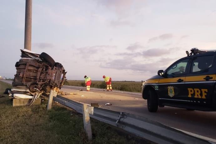 Ir para  <p>Duas pessoas morreram em um acidente no km 50,9 da BR 392, em Rio Grande, no sul do Estado, na madrugada deste domingo. De acordo com a Pol&iacute;cia Rodovi&aacute;ria Federeal (PRF), a&nbsp;institui&ccedil;&atilde;o...