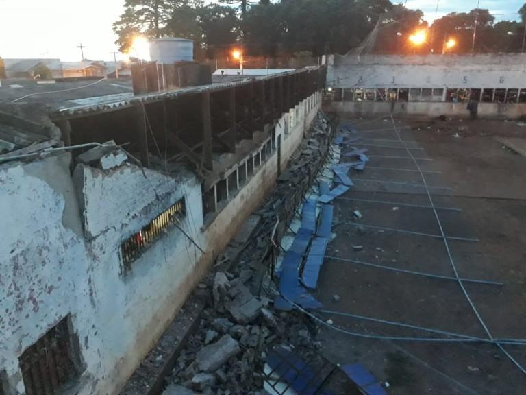 Ir para  <p><big>A queda de parte do muro que circunda o pátio interno do Presídio Estadual de Erechim na madrugada desta quinta-feira, dia 3 de janeiro, é mais um capítulo de uma história...