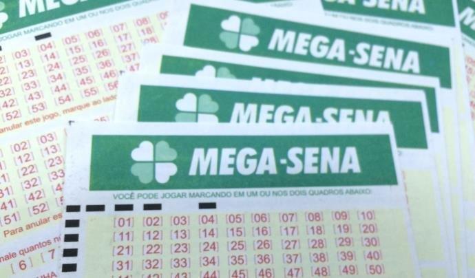 Ir para  <p>Ningu&eacute;m acertou as seis dezenas do concurso 2112 da Mega-Sena, neste s&aacute;bado. O sorteio ocorreu em Caibi, Santa Catarina. O pr&ecirc;mio acumulado para o pr&oacute;ximo concurso &eacute; de R$ 8...