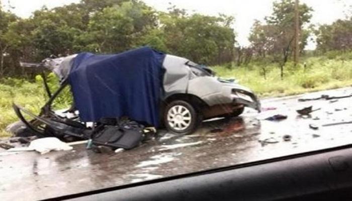 Ir para  <p>Duas pessoas morreram e outras tr&ecirc;s ficaram feridas em um grave acidente de tr&acirc;nsito envolvendo um carro de, Chapec&oacute;. O fato foi registrado no in&iacute;cio da tarde deste s&aacute;bado (5), na BR...