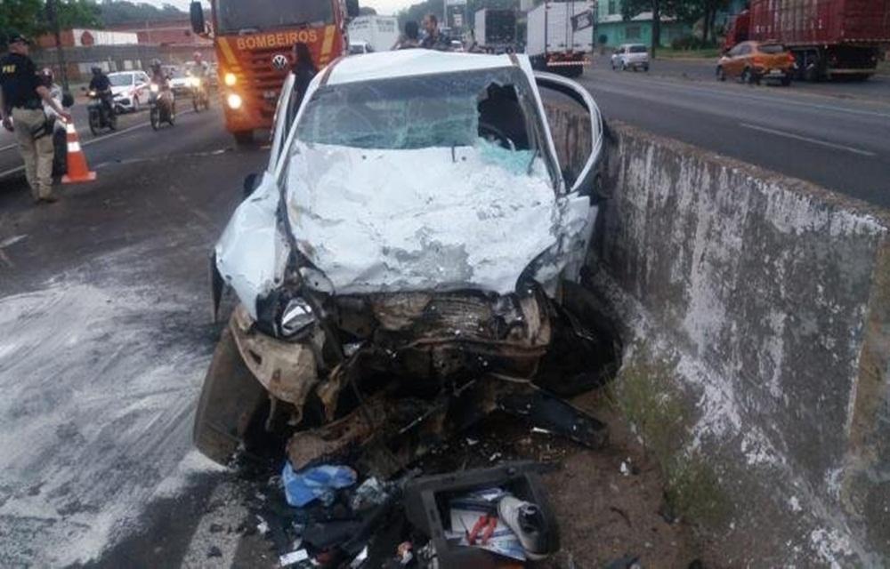 Ir para  <p>A colis&atilde;o frontal entre um caminh&atilde;o&nbsp;Hyundai HR e um Corsa no km 253 da BR 116 provocou a morte de uma pessoa e deixou dois feridos na manh&atilde; desta quinta-feira. O acidente, no sentido Interior-...