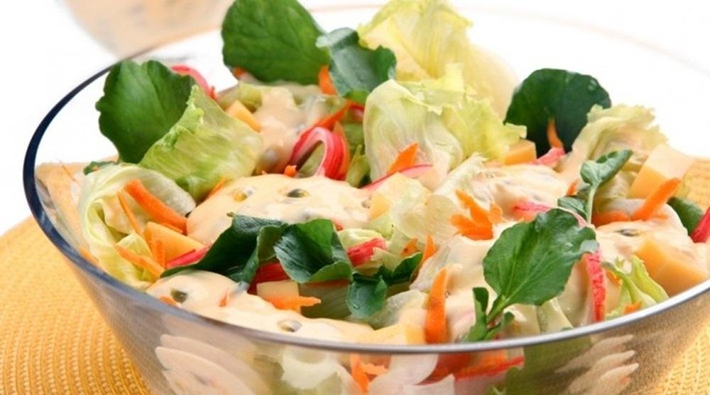 Ir para  <p>cenoura e a batatinha raladas e passadas na água quente, cuidado para não cozinhar muito.<br /> Em tirinhas: presunto, manga, pimentão, uva, cebola branca e...