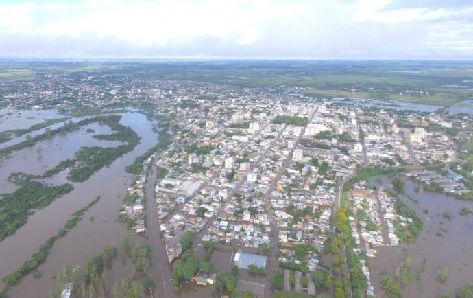 Ir para  <p>O Minist&eacute;rio do Desenvolvimento Regional (MDR) anunciou nesta quarta-feira o repasse de R$ 4,5 milh&otilde;es para os munic&iacute;pios afetados pelas fortes chuvas no Rio Grande do Sul. No total, 18...