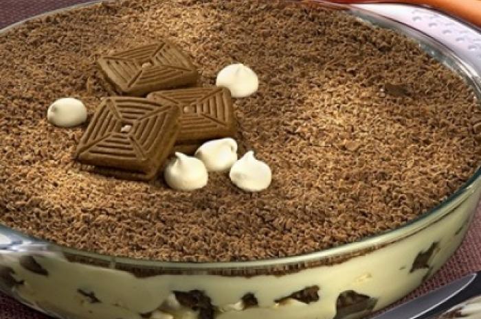Ir para  <p><strong>Merengue de chocolate</strong></p>  <p>1 embalagem de Tortinhas de Chocolate</p>  <p>2 colheres (sopa) de licor de chocolate</p>  <p>1 lata de creme de...