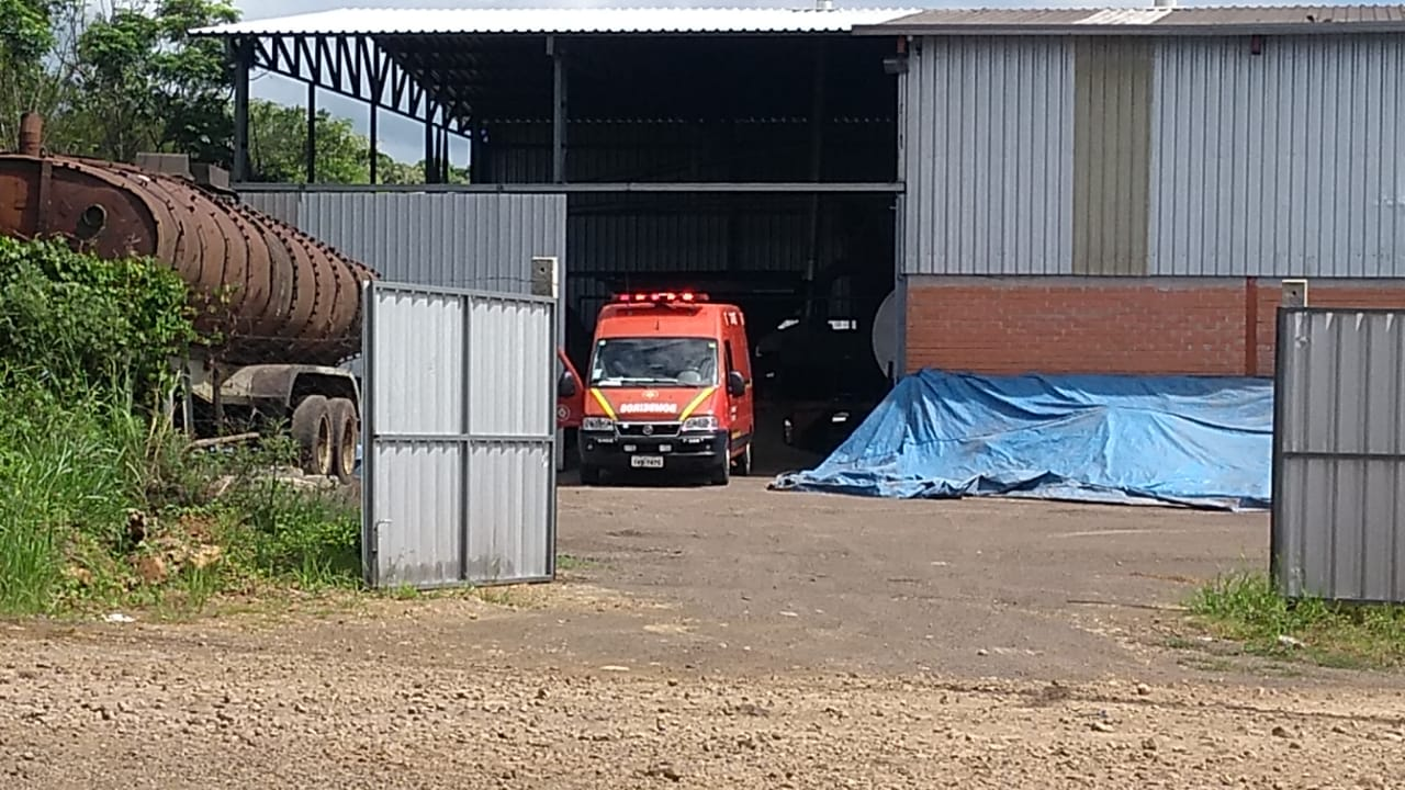 Ir para  <p><big>Um jovem de 20 anos que trabalhava em uma empresa processadora de asfalto na área industrial de Erechim, sofreu um acidente grave em uma máquina trituradora. O equipamento é uma...