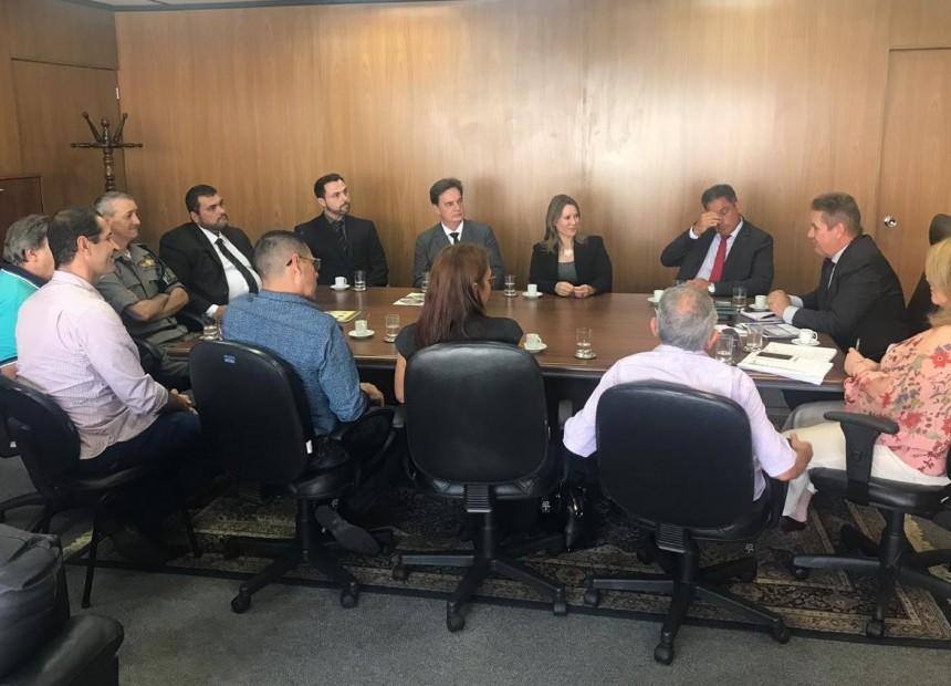 Ir para  <p><big>A situação do presídio Estadual de Erechim foi tema da reunião entre o prefeito Luiz Francisco Schmidt – que cumpre agenda na capital do Estado -, uma comitiva de...