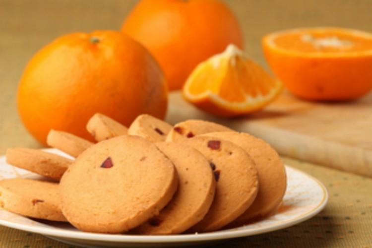 Ir para  <p>1/2 xícara (chá) de suco de laranja;<br /> Raspas da casca de 1 laranja;<br /> 2 xícaras (chá) de amido de milho;<br /> 1 xícara (chá) de...
