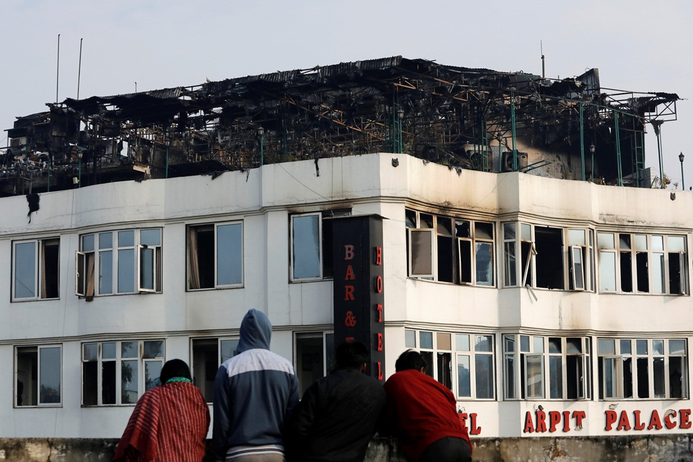 Ir para  <p>Ao menos 17 pessoas morreram na terça-feira em um incêndio em um hotel na região central de Nova Delhi, na Índia, anunciou o Corpo de Bombeiros da capital do país. O...