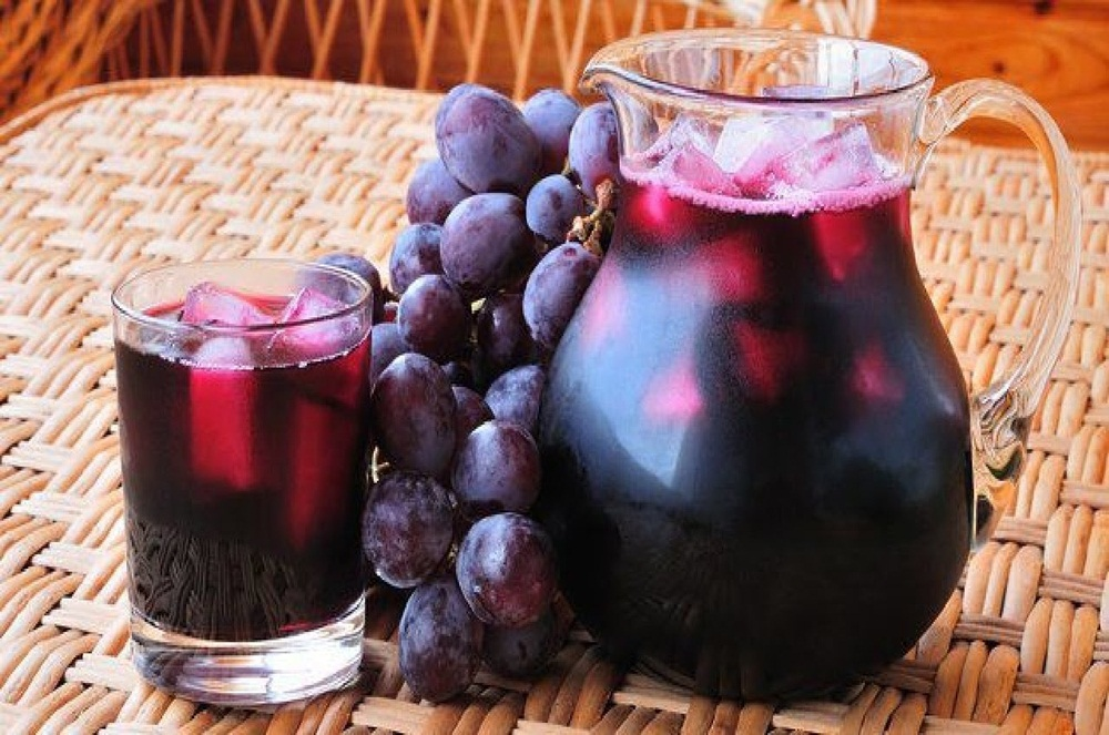 Ir para  <p>1 kg de uvas pretas sem o talo;</p>  <p>2 xícaras de açúcar refinado;</p>  <p>Água, para tapar as uva;</p>  <p>Lave bem as uvas, coloque em uma panela,...