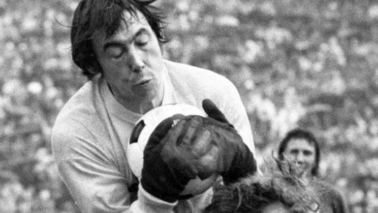 Ir para  <p>O goleiro Gordon Banks, campeão do mundo com a Inglaterra em 1966, morreu aos 81 anos, anunciou nesta terça-feira o Stoke City, um dos clubes que ele defendeu em sua carreira. O jogador também entrou para...