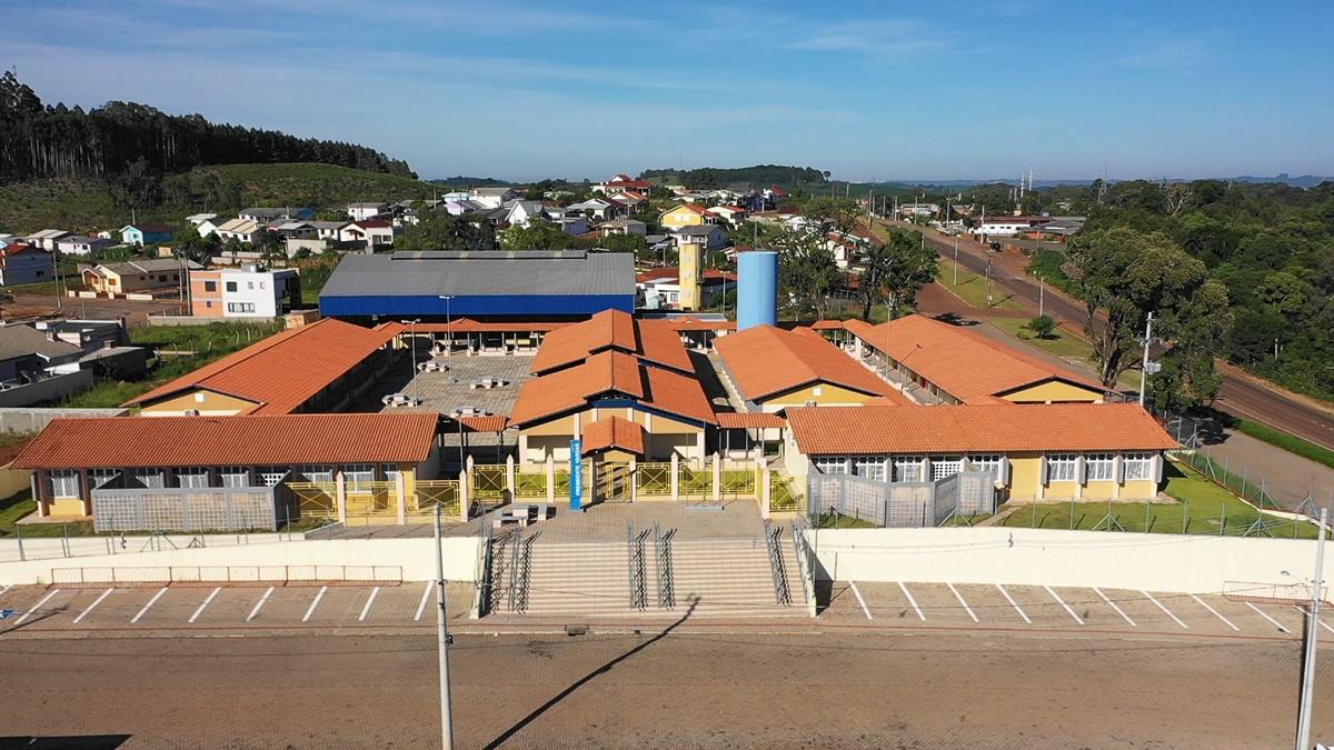 Ir para  <p><big>Sob aplausos, olhares atentos, emoção e muitas surpresas, o município de Gaurama (RS) inaugurou na noite de ontem (18),o novo prédio da Escola Municipal de Ensino...