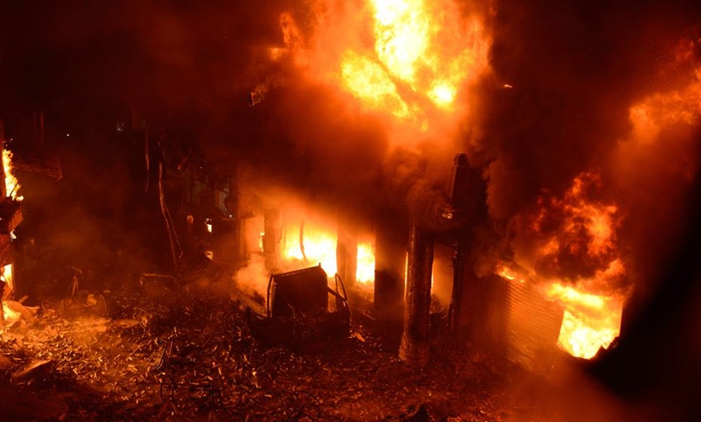 Ir para  <p>Pelo menos 70 pessoas morreram no inc&ecirc;ndio nesta quinta-feira em um conjunto de apartamentos na capital de Bangladesh. As edifica&ccedil;&otilde;es tamb&eacute;m eram usadas como armaz&eacute;ns de produtos...