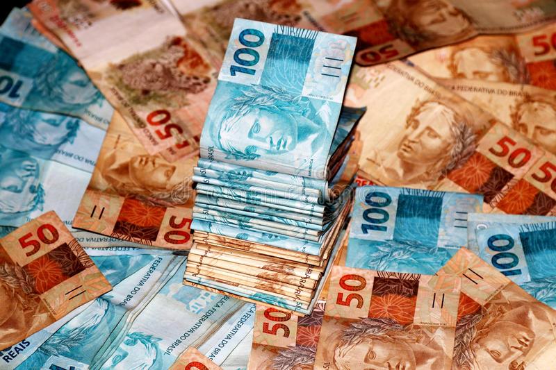 Ir para  <p>O Produto Interno Bruto (PIB) brasileiro cresceu 1,1% em 2018, totalizando R$ 6,8 trilhões, conforme dados divulgados pelo Instituto Brasileiro de Geografia e Estatística (IBGE) nesta quinta-feira. No segundo ano...