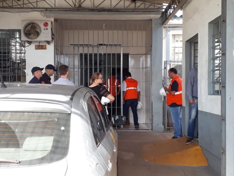 Ir para  <p><big>Após mais de duas horas de vistorias no interior do Presídio Estadual de Erechim, onde todos os espaços ocupados por presos foram analisados a Defesa Civil deve recomendar a...