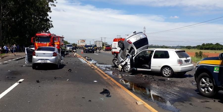 Ir para  <p>Um acidente no km 443 da BR 386, em Canoas, na Regi&atilde;o Metropolitana, deixou tr&ecirc;s mortos no in&iacute;cio da tarde desta quinta-feira. Conforme a Pol&iacute;cia Rodovi&aacute;ria Federal (PRF),...