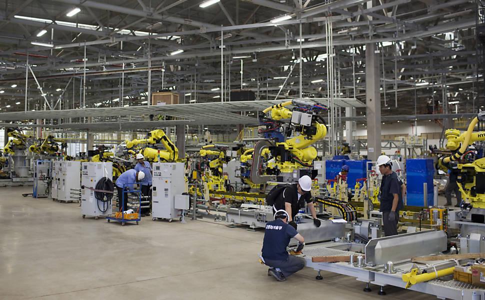 Ir para  <p>A produção industrial nacional caiu 0,8% em janeiro, frente a dezembro de 2018, e teve recuo de 2,6% em relação ao primeiro mês do ano passado. Os dados foram divulgados nesta...