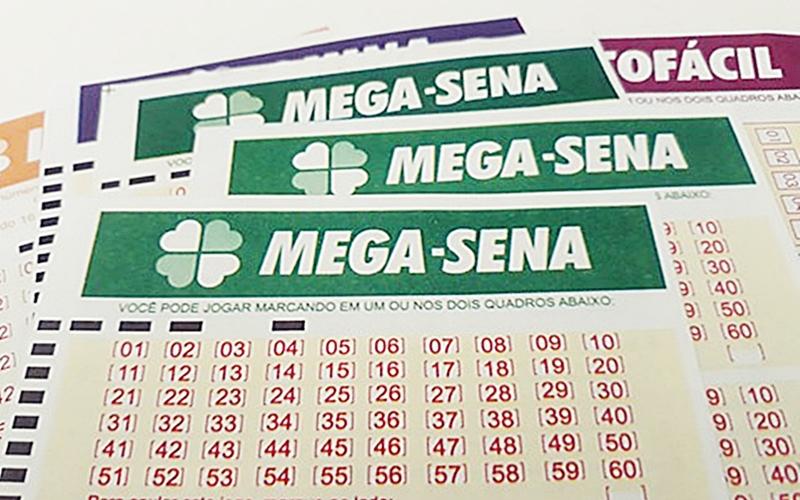 Ir para  <p>O concurso 2133 da Mega-Sena sorteado nesta quarta-feira em Itupeva, S&atilde;o Paulo, n&atilde;o teve nenhuma aposta acertando as seis dezenas. O pr&ecirc;mio para o pr&oacute;ximo sorteio, s&aacute;bado, deve ser R$...