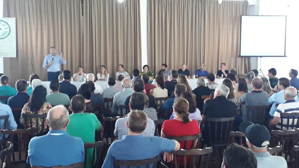 Ir para  <p><big>Representando a Frente Parlamentar da Agricultura Familiar, o deputado Heitor Schuch (PSB/RS) participou na manhã desta terça-feira (19) do lançamento do 9° Grito de Alerta, no Clube...