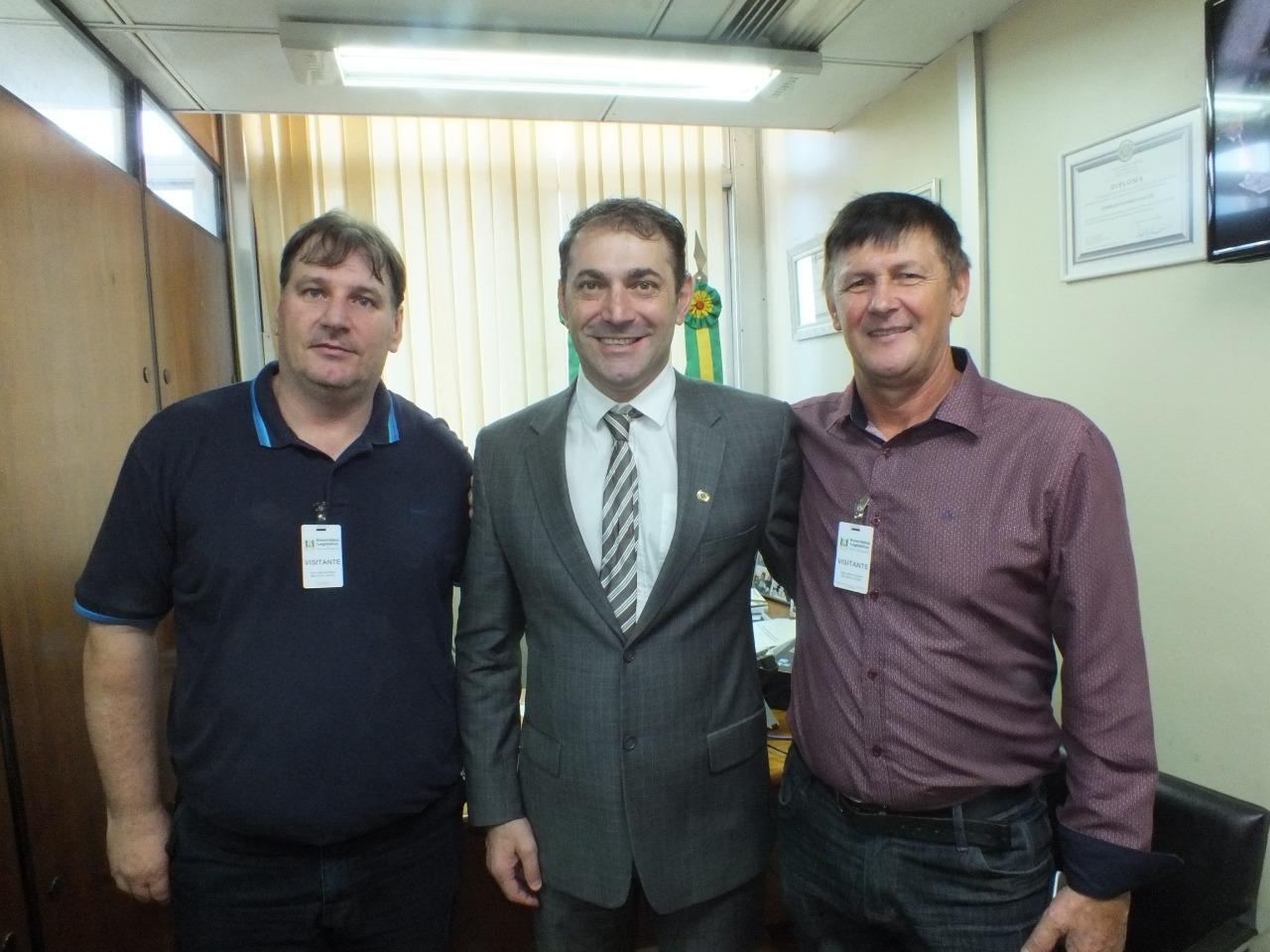 Ir para Deputado Paparico recebe prefeitos da Amau