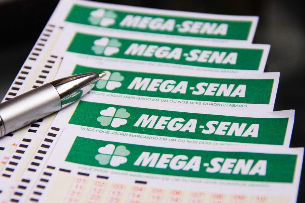 Mega acumula e prêmio deve chegar a R$ 6 milhões no próximo sorteio.