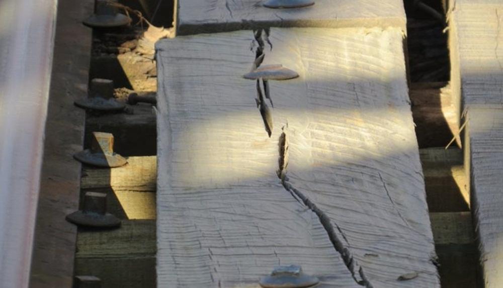 Ir para  <p><big>Poucos dias após ser concluída a obra de reforma da ponte rodoferroviária de Marcelino Ramos, já estão surgindo os primeiros sinais de problemas no novo assoalho de...