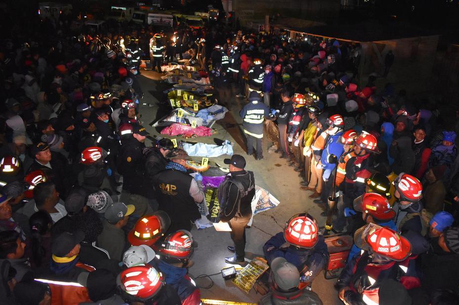 Ir para  <p>As autoridades guatemaltecas reduziram de 30 para 18 o n&uacute;mero de mortos no atropelamento de uma carreta na quarta-feira &agrave; noite contra um grupo de ind&iacute;genas na regi&atilde;o oeste do pa&iacute;s....