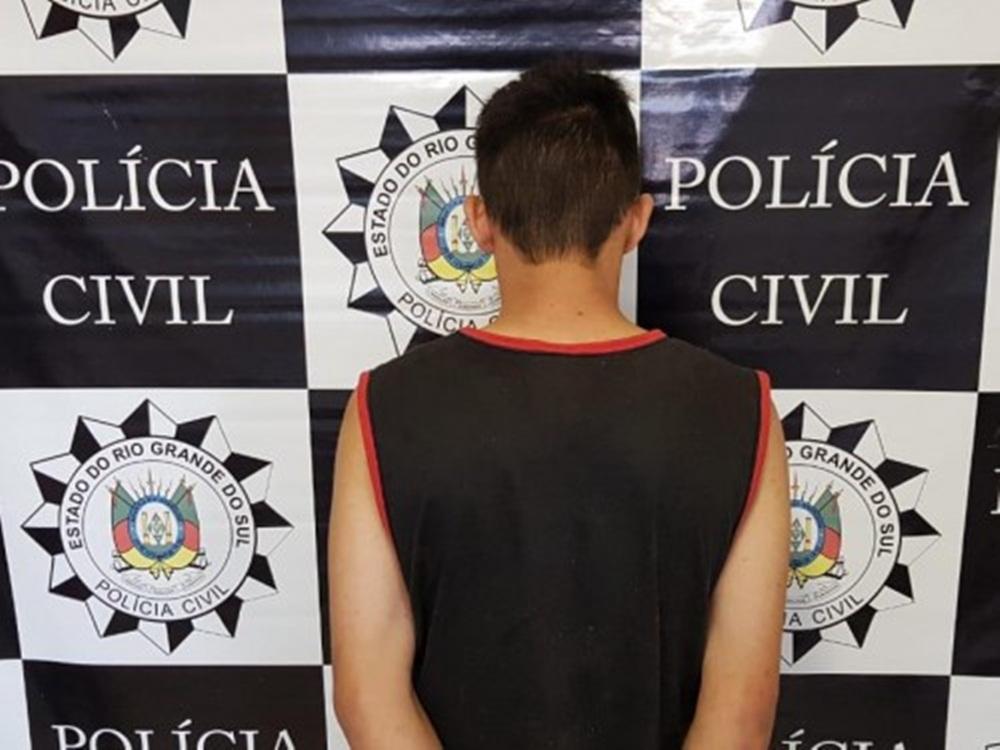 Ir para  <p><big>No início da manhã desta quarta-feira (03), a Draco de Erechim, apreendeu um adolescente, de 16 anos, que segundo a polícia integra uma organização criminosa que vem...