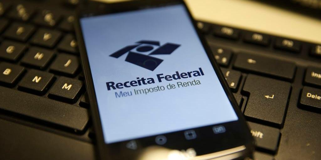 Ir para  <p>A Receita Federal abriu, nesta segunda-feira, a consulta ao lote residual de restituição do Imposto de Renda (IR) Pessoa Física de abril. Ao todo, serão desembolsados R$ 210 milhões...