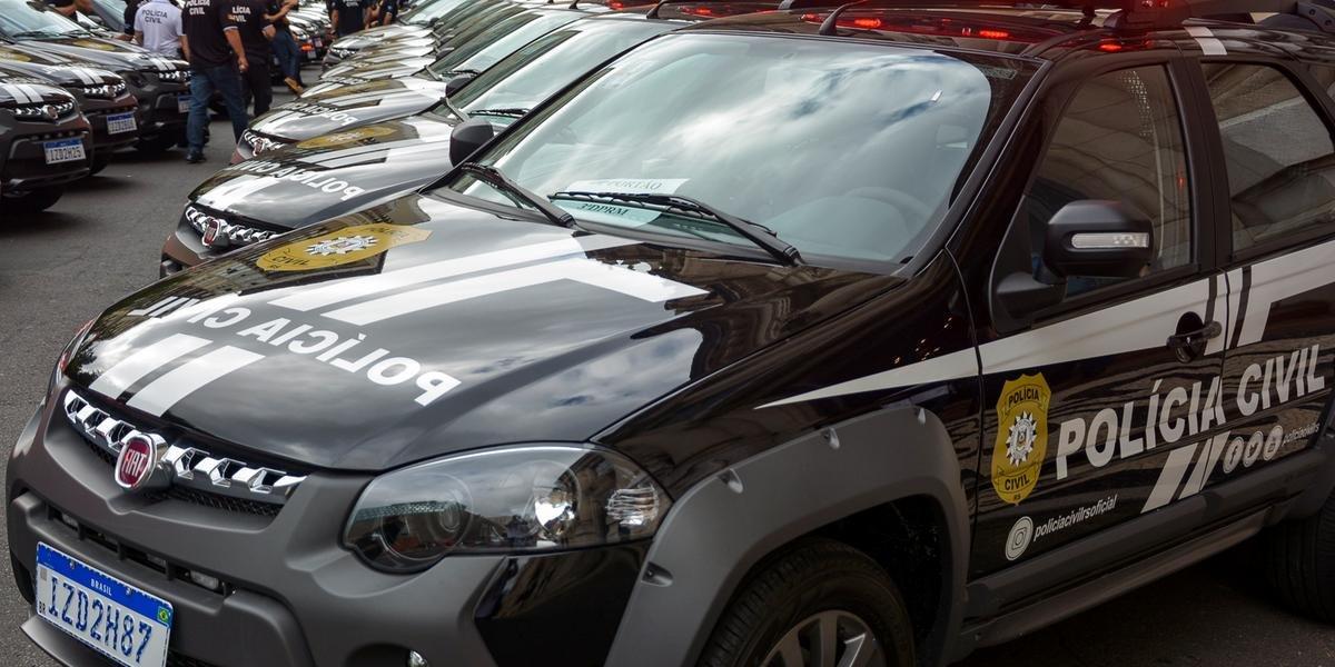 Ir para  <p>Um total de 112 viaturas Fiat Palio Weekend Adventure para a Polícia Civil e 2.253 coletes balísticos para a Brigada Militar, além de cinco ambulâncias Renault Master para a Susepe, foram...