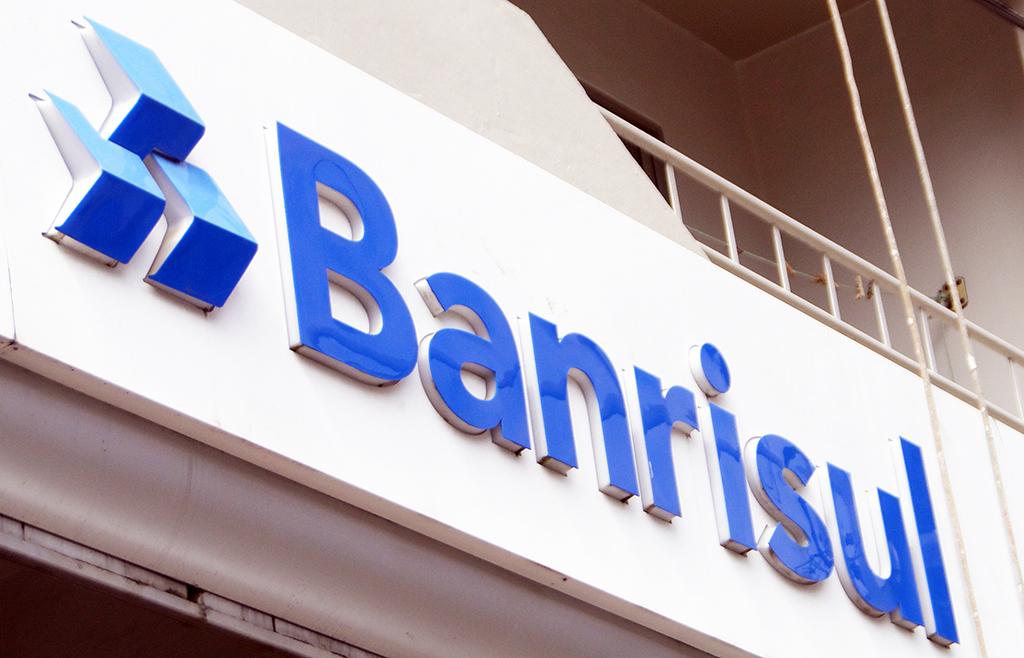 Ir para  <p>O governo do Rio Grande do Sul anunciou, nesta segunda-feira, a venda de a&ccedil;&otilde;es do Banrisul para a Bolsa de Valores. O leil&atilde;o do lote residual de 2.056.962 a&ccedil;&otilde;es PNB do banco do...