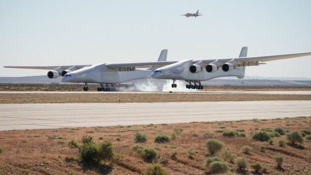 Ir para  <p><big>O avião foi desenvolvido pela empresa de mesmo nome e quebra um recorde de 71 anos, que pertencia anteriormente ao hidroavião Hughes H-4 Hercules. Este possuía 98 metros de envergadura, e voou...